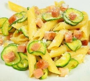 Pennette pancetta e zucchine*