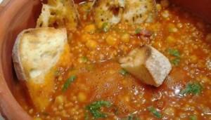 Zuppa di fregula con ceci e pancetta (Cucina tipica della Sardegna)*